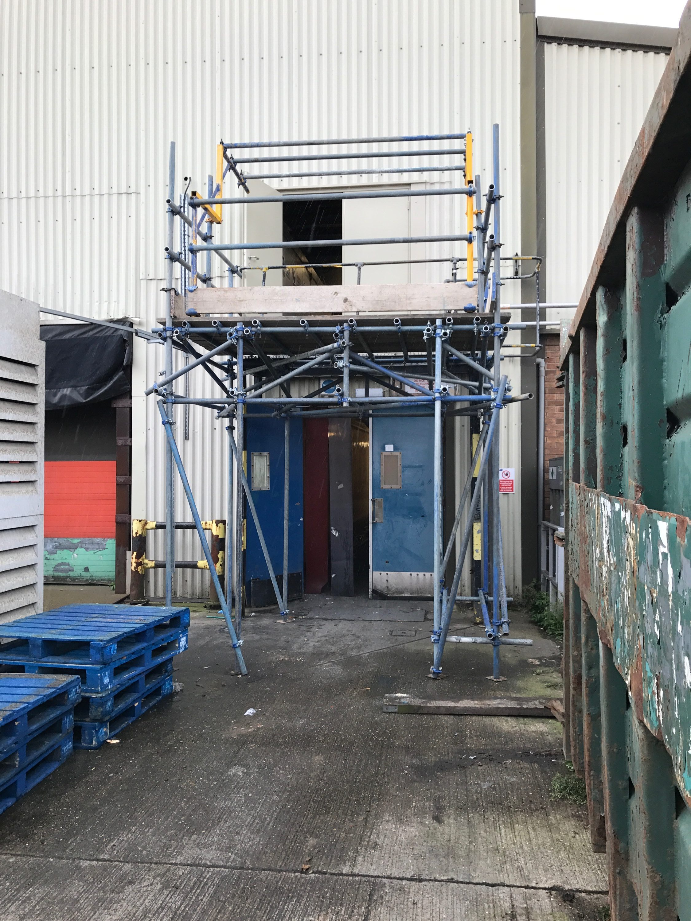 Up and over gate sacffolding | Lincolnshire Scaffold